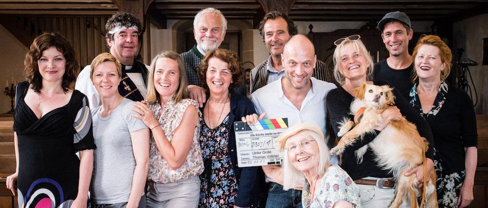 """Drehstartfoto zur 3. Staffel von  """"Die Kirche bleibt im Dorf"""""""